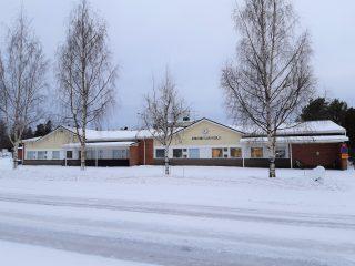 Lohtajan Kirkonkylän koulu talvella 2021.