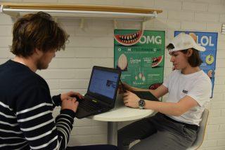studerande vid datorer
