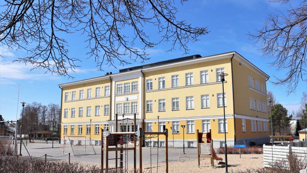 Mäntykankaan koulu.