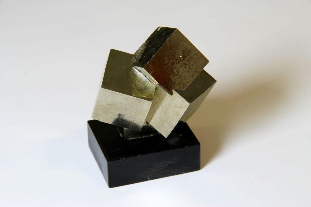 Rikkikiisu Espanjasta, näyte Viljo Nissisen mineraalikokoelmasta.