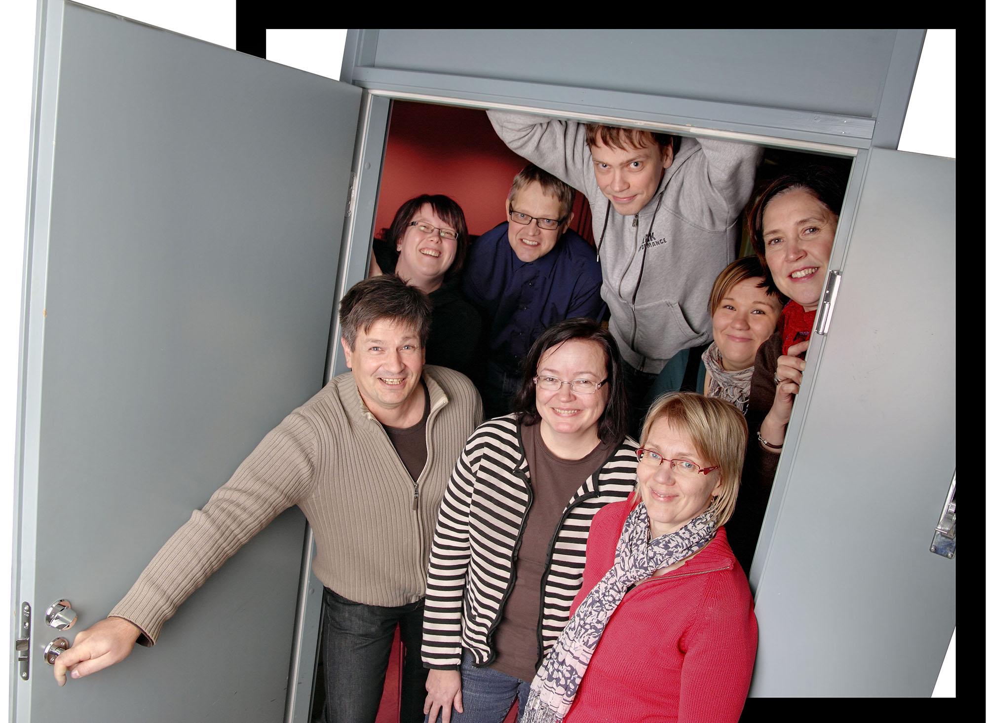 Opiston henkiökunta ryhmäkuvassa
