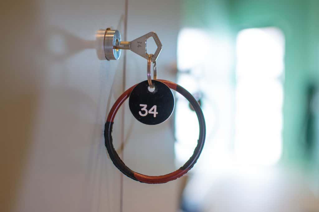 Avain ja avainrengas pukukaapissa