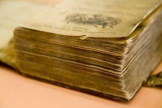 Vanha raamattu kirjaston lahjoituskokoelmasta