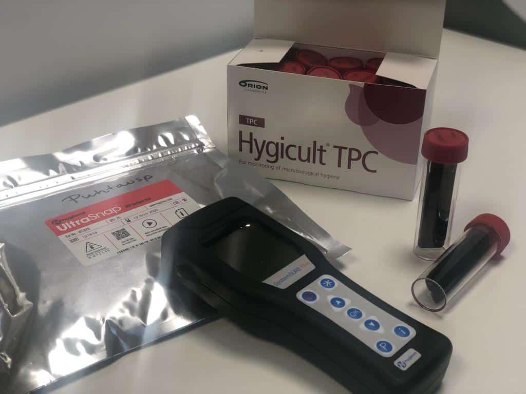 ATP-mittari ja Hygicult näytepurkki.