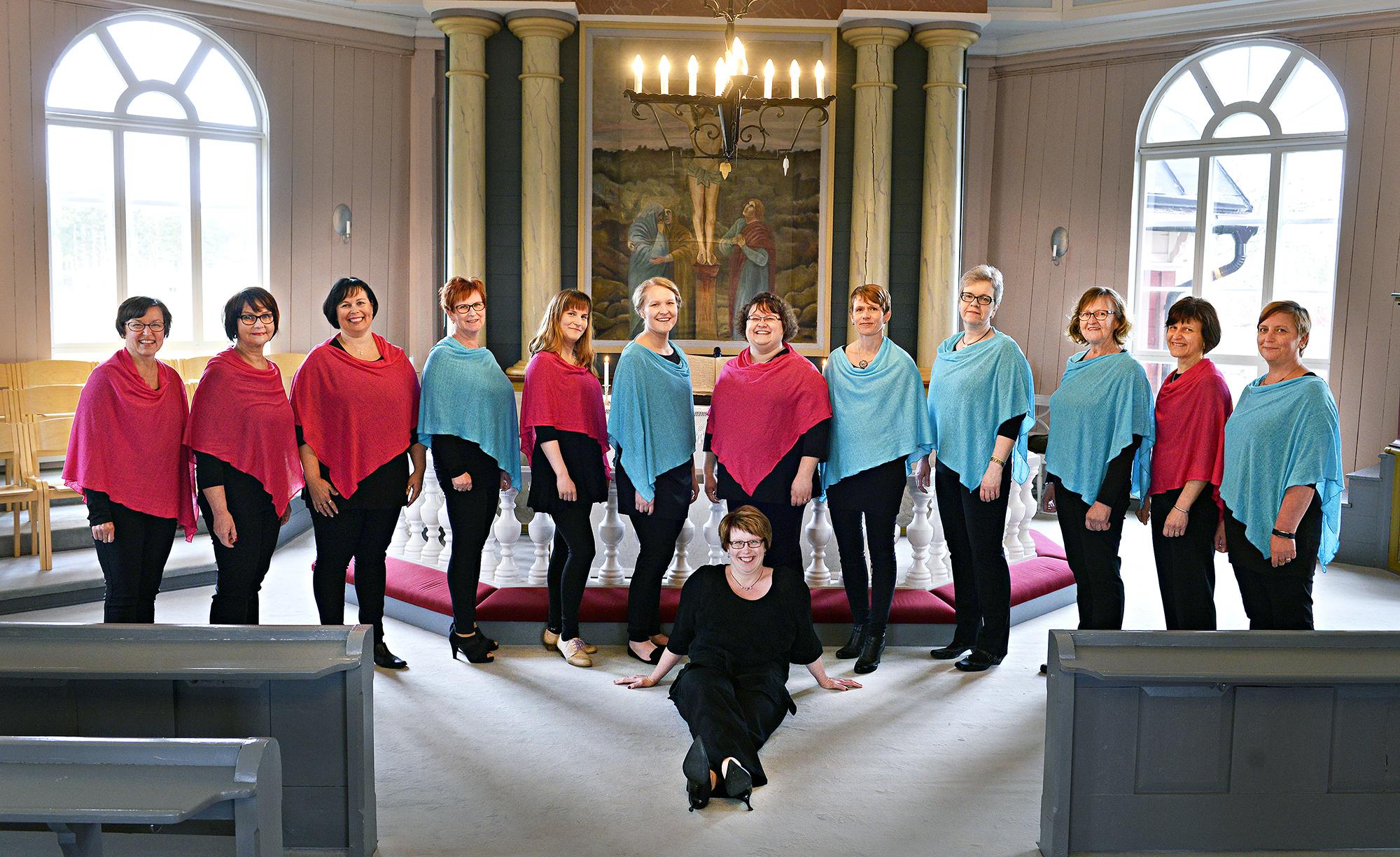 Lauluyhtye Koriat kuvattuna Ullavan kirkossa.
