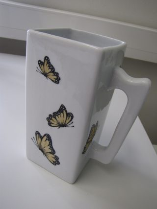 Kaadin; perhosia.