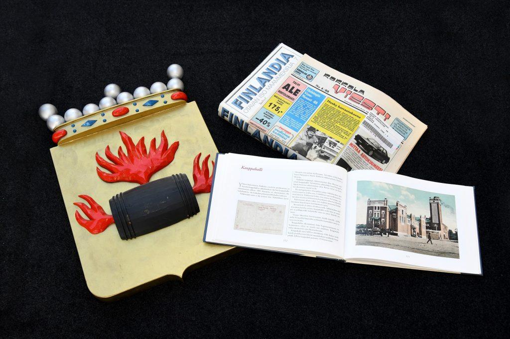 Kokkolan kaupungin vaakuna, avoin kirja ja Kokkola viesti -lehti.