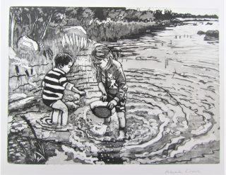 Vedessä kahlaavia lapsia esittävä grafiikanvedos.