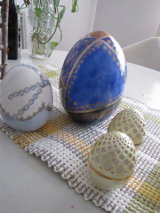 Koristemaalattuja pääsiäismunia.