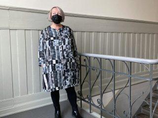 Naisen mekko viskoosikankaasta.