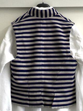 Keski-Pohjanmaan miehen tarkastamattoman kansallispuvun paita ja liivi.