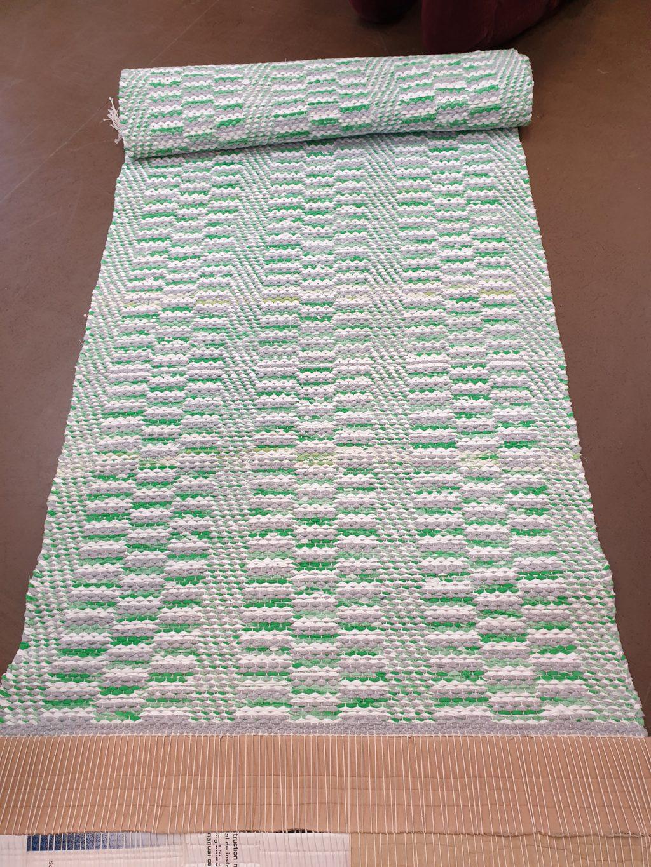 Onnenpolku, kudottu tekstiili.